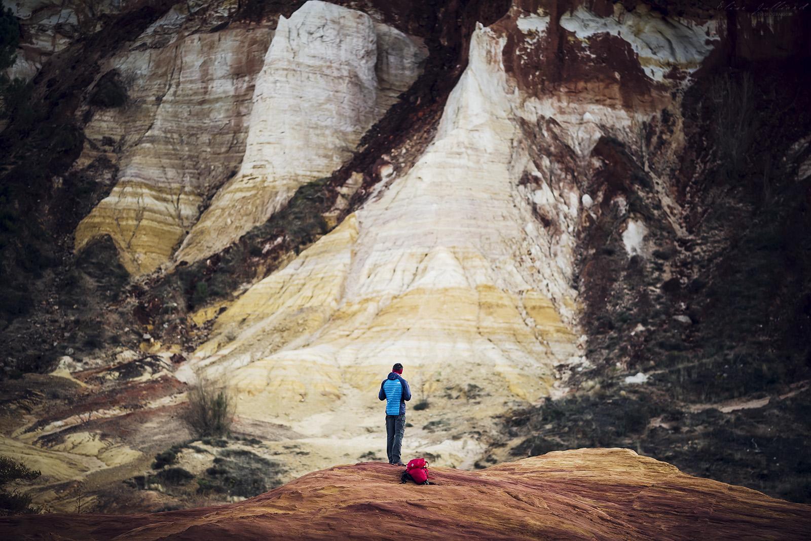 colorado-provencal-rustrel-vaucluse-parc-naturel-regional-luberon-provence-alpes-cote-dazur-carriere-ocre-france-paysage-desert-photographe-elise-julliard-apt-paca