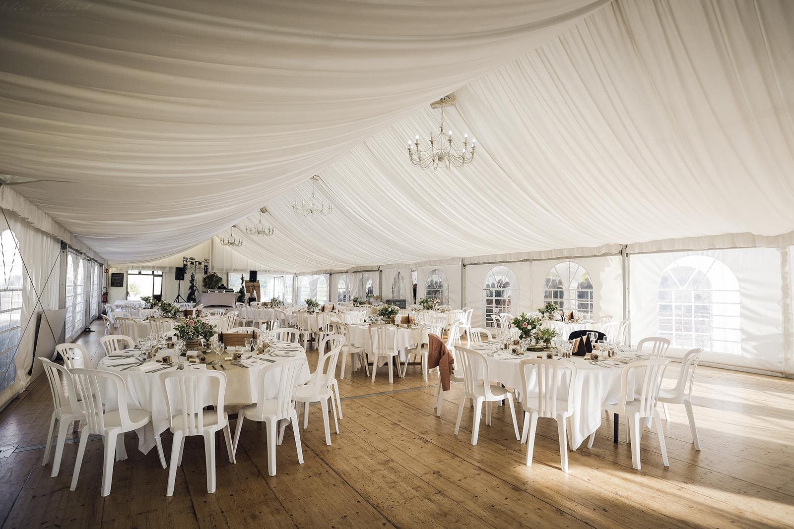 domaine-de-cuiset-mariage-bourg-en-bresse-lyon-ain-auvergne-rhone-alpes-reportage-wedding-elise-julliard-photographe-seance-photo-couple-decoration-ceremonie-laique