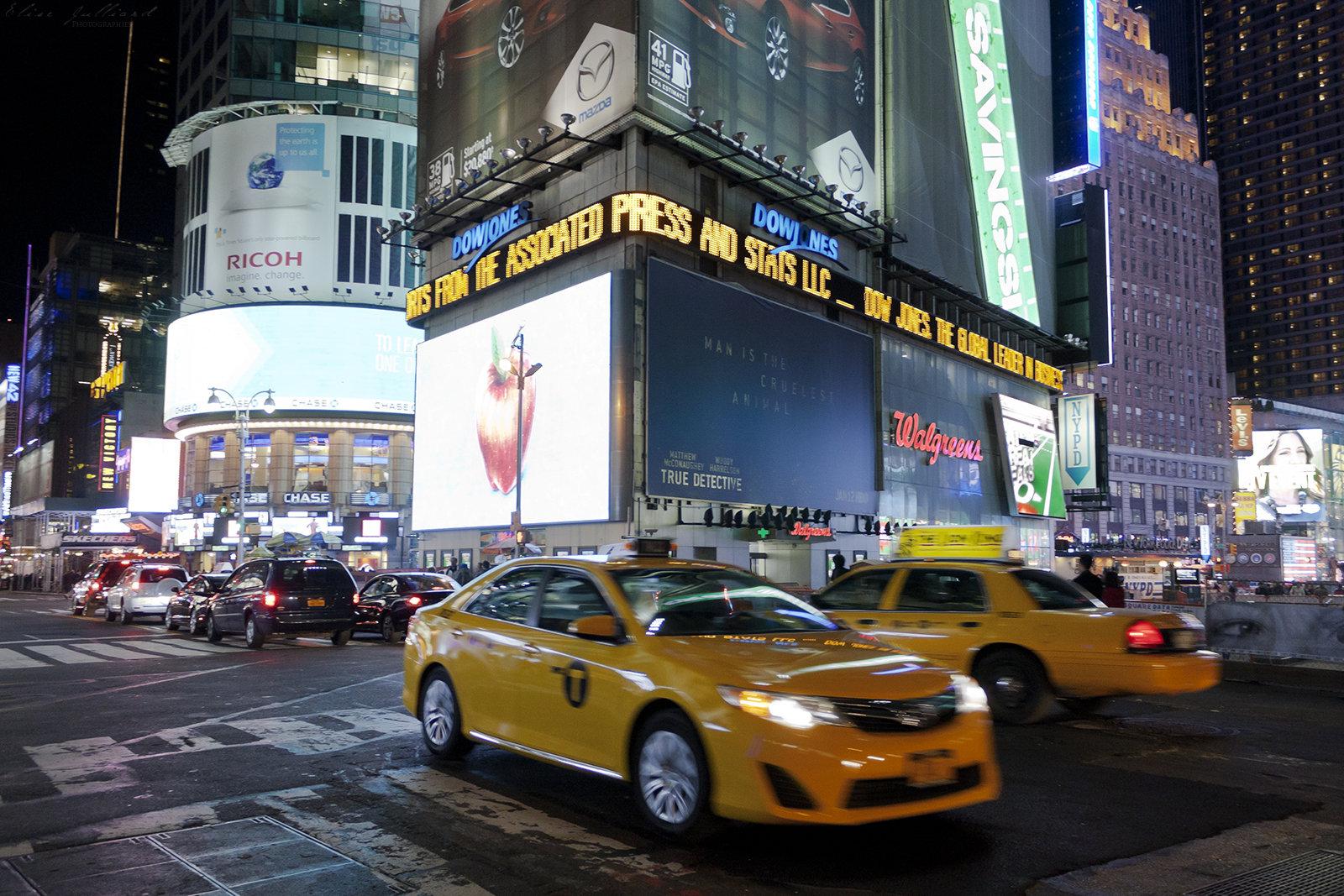 elise-julliard-photographe-etats-unis-new-york-time-square-nuit-manhattan-taxis