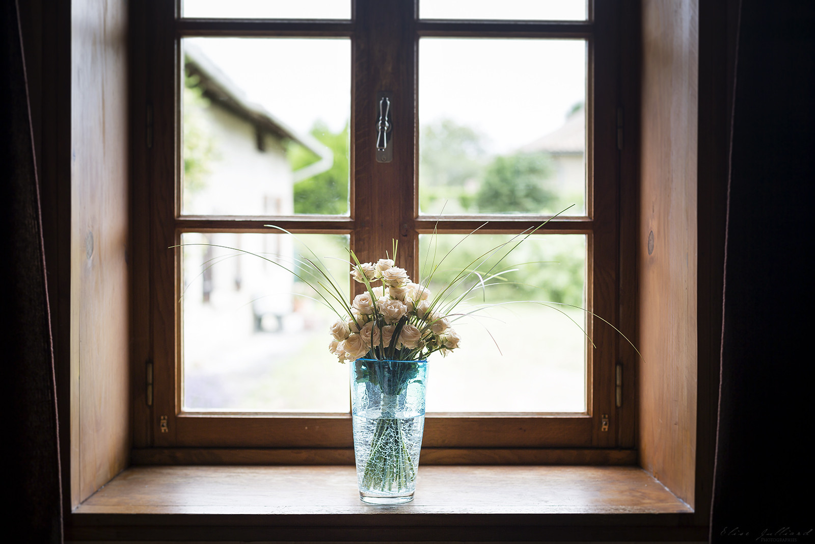 elise-julliard-photographe-mariage-lyon-macon-fleurs-mariee-preparatifs-chateau-de-salornay-rhone-alpes
