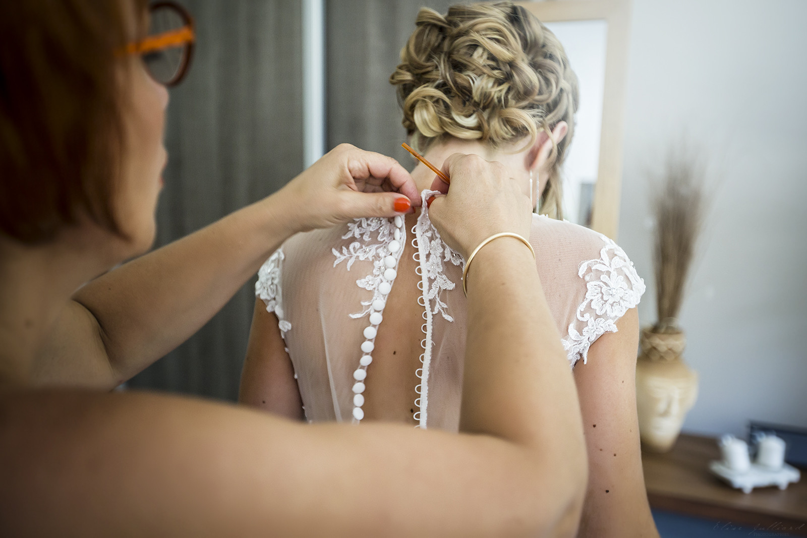 elise-julliard-photographe-mariage-lyon-rhone-alpes-vienne-mariee-preparatif-robe-wedding-3