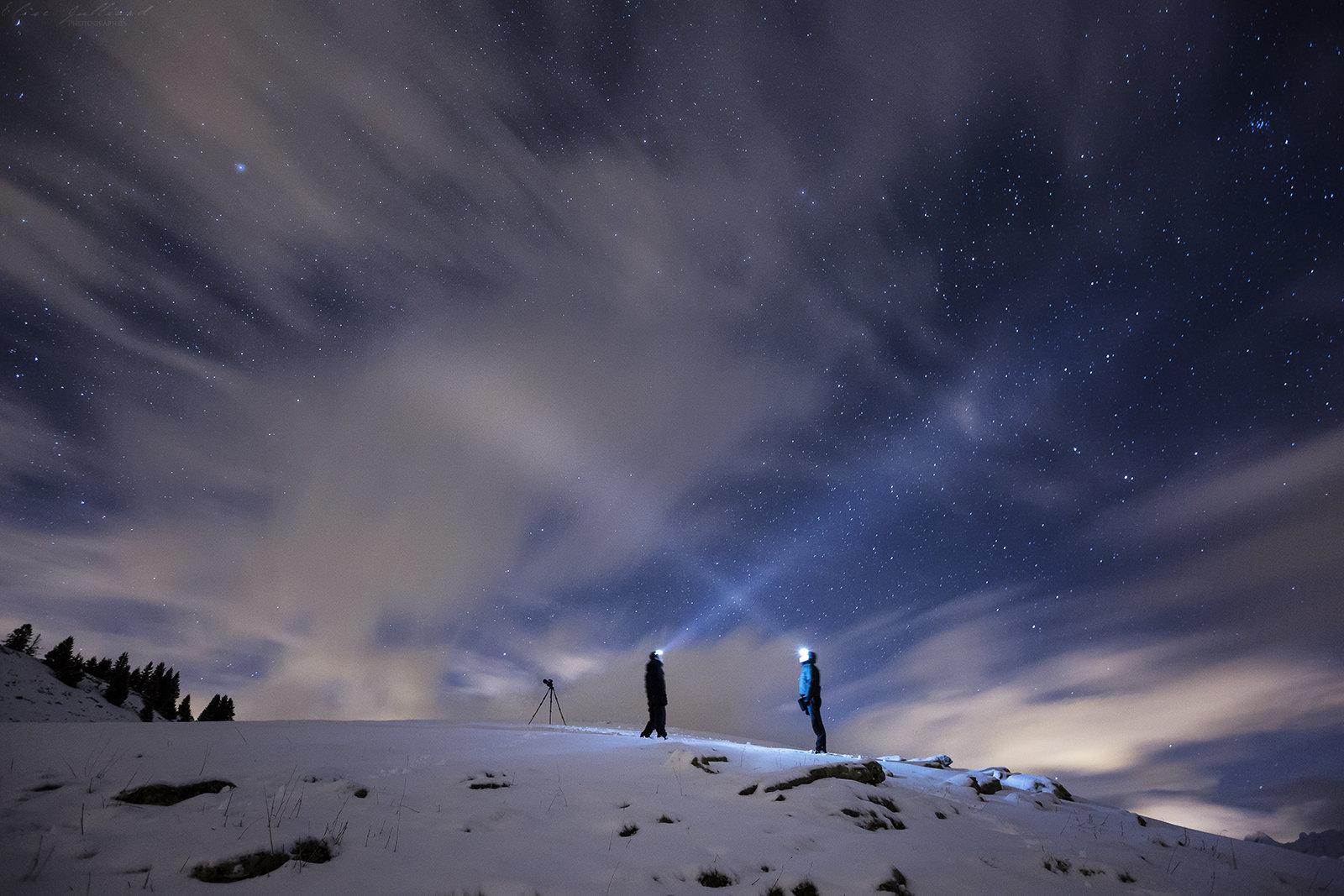 elise-julliard-photographe-portrait-nuit-lampe-frontale-etoile-ciel-montagne-haute-savoie