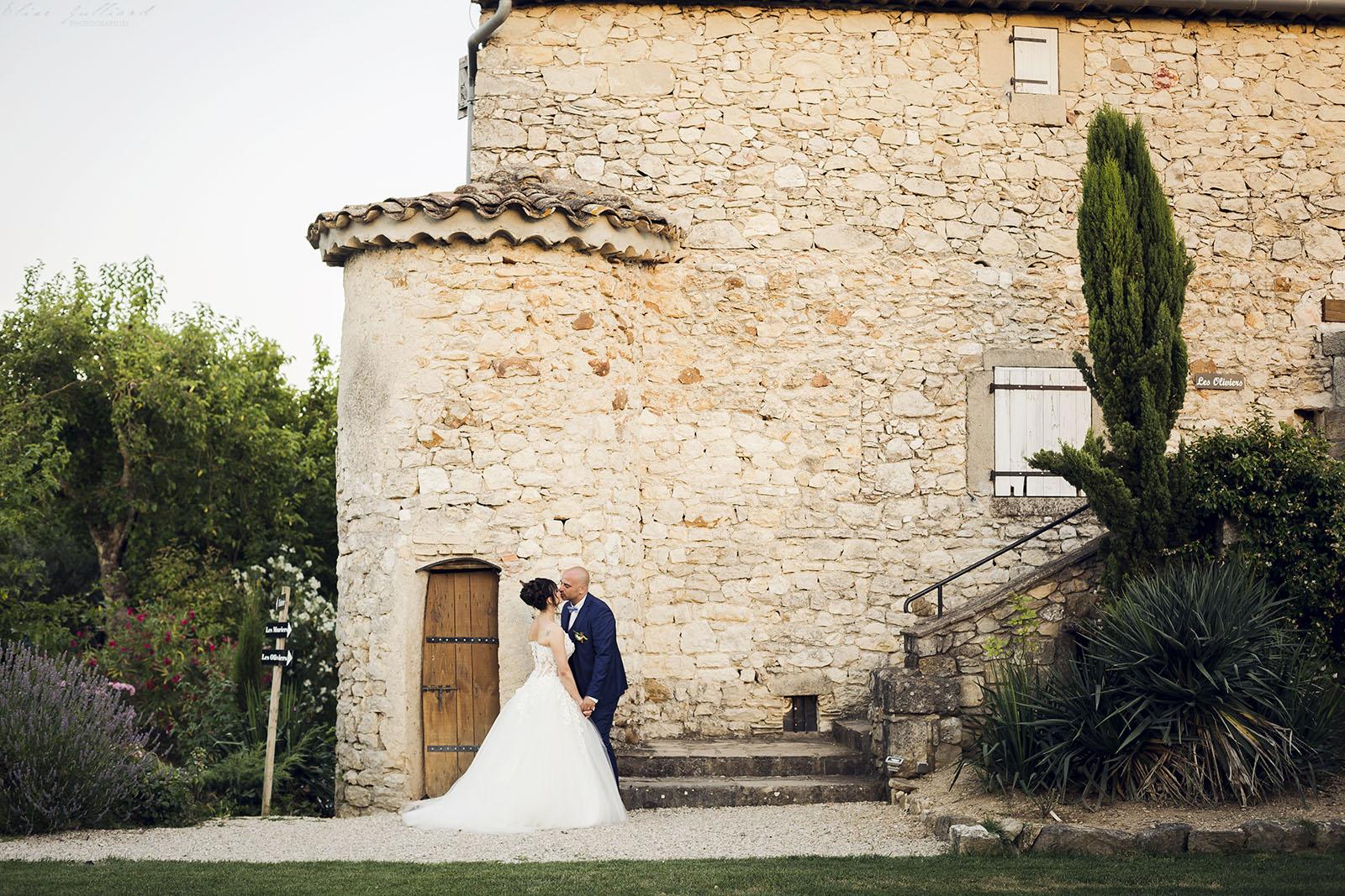 mariage-nimes-provence-alpes-cote-azue-languedoc-occitanie-domaine-la-baraque-de-serignac-alliances-olivier-wedding-reportage-seance-photo-couple-elise-julliard-photographe-2