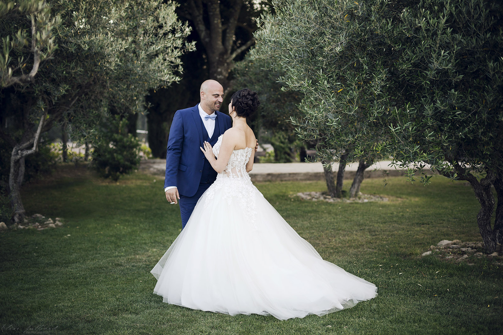 mariage-nimes-provence-alpes-cote-azue-languedoc-occitanie-domaine-la-baraque-de-serignac-alliances-olivier-wedding-reportage-seance-photo-couple-elise-julliard-photographe-3