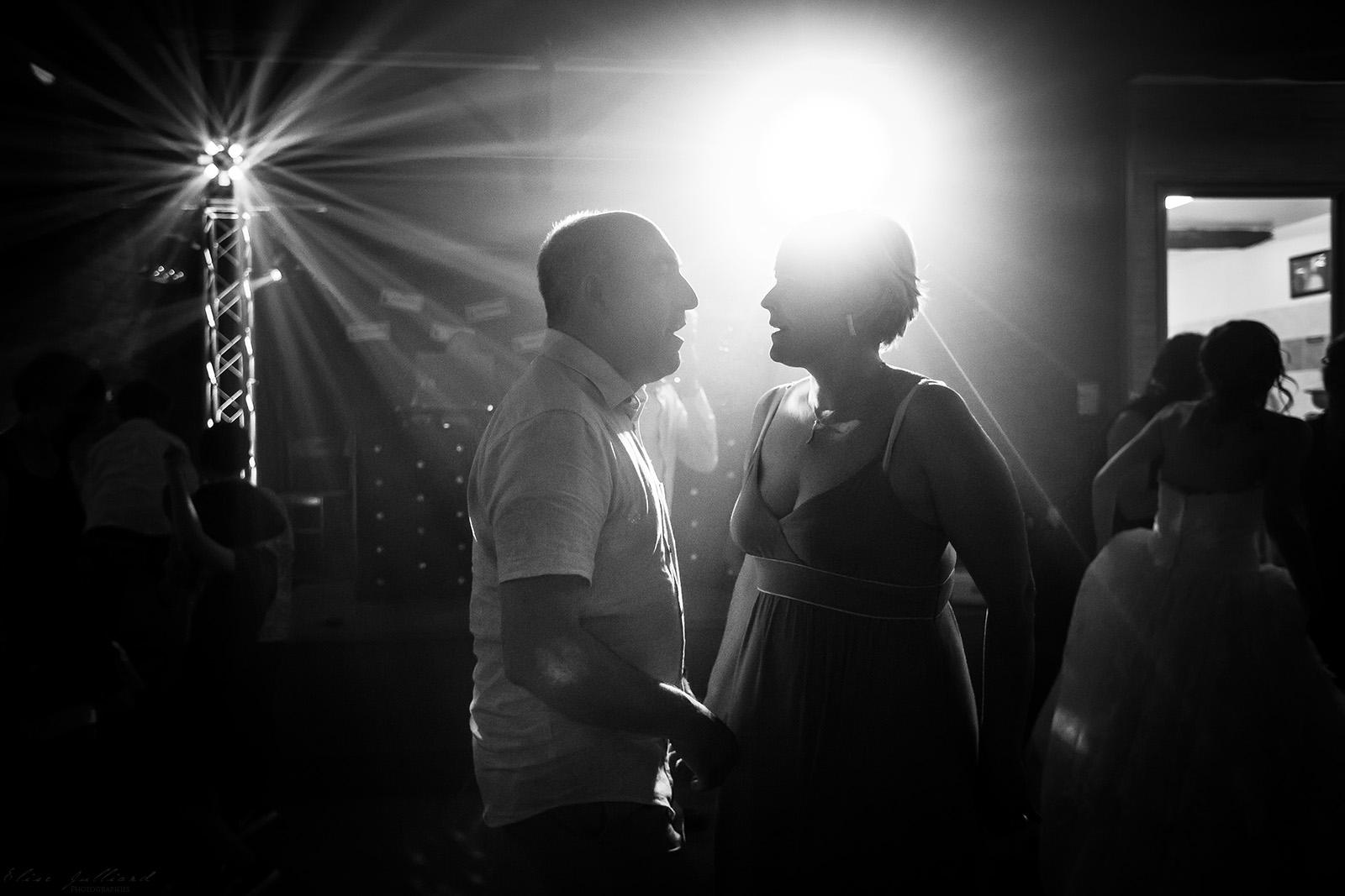 mariage-reportage-photographe-wedding-photographer-robe-chateau-de-blaceret-roy-lyon-couple-auvergne-rhone-alpes-savoie-haute-savoie-isere-ain-drome-ardeche-elise-julliard-3