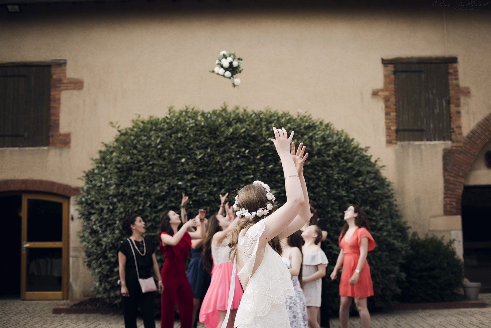 mariage-wedding-photographe-photographer-reportage-seance-photo-couple-amoureux-amour-famille-domaine-du-petit-chambard-auvergne-rhone-alpes-ain-lyon-bourg-en-bresse-vintage-4