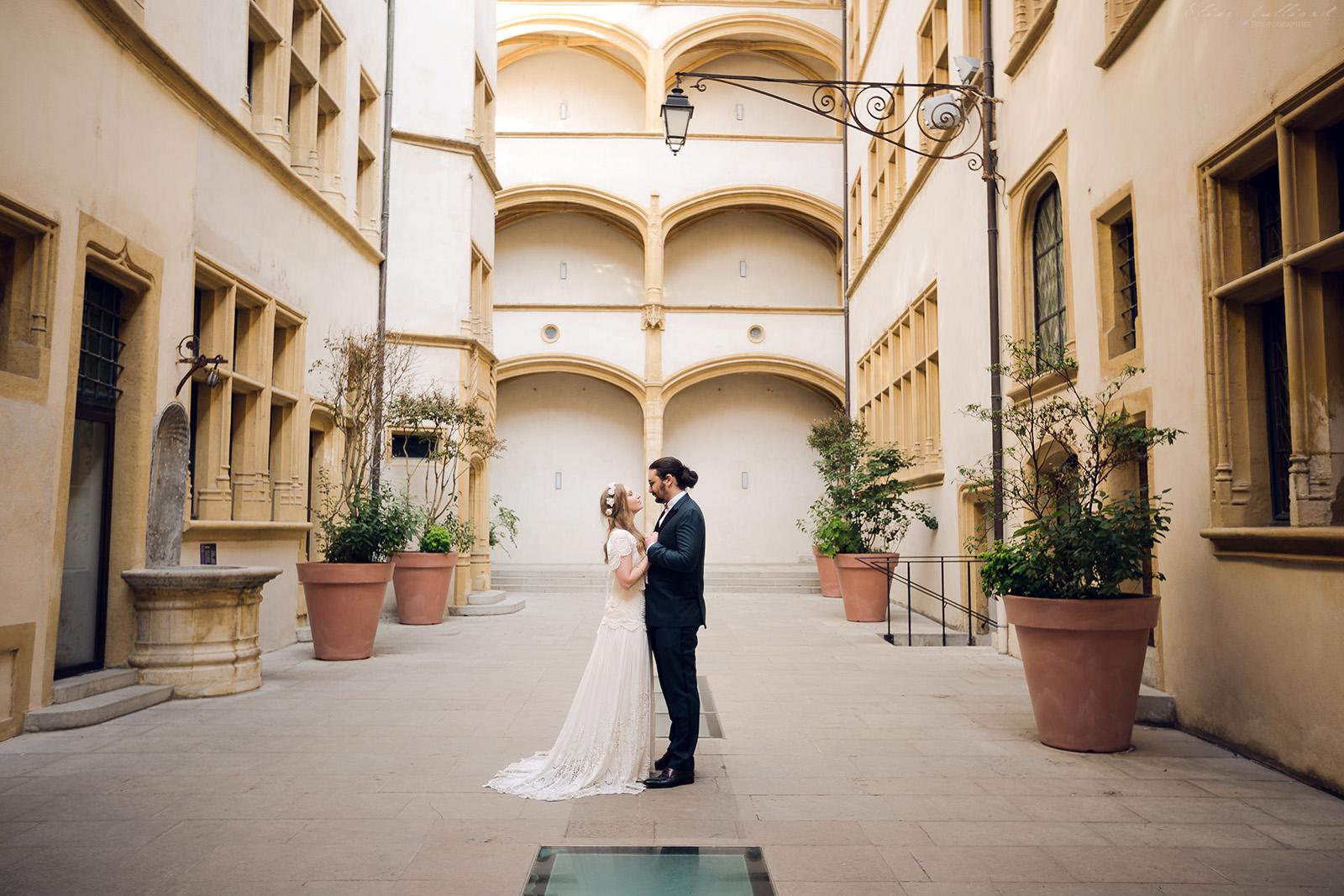 mariage-wedding-photographe-photographer-reportage-seance-photo-couple-amoureux-domaine-du-petit-chambard-auvergne-rhone-alpes-ain-bourg-en-bresse-vintage-vieux-lyon-musee-gadagne