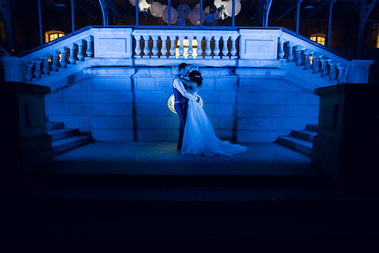 photographe-mariage-reportage-wedding-photographer-charly-lyon-auvergne-rhone-alpes-soiree-reception-chateau-de-rajat-photo-de-couple-love-session-amour
