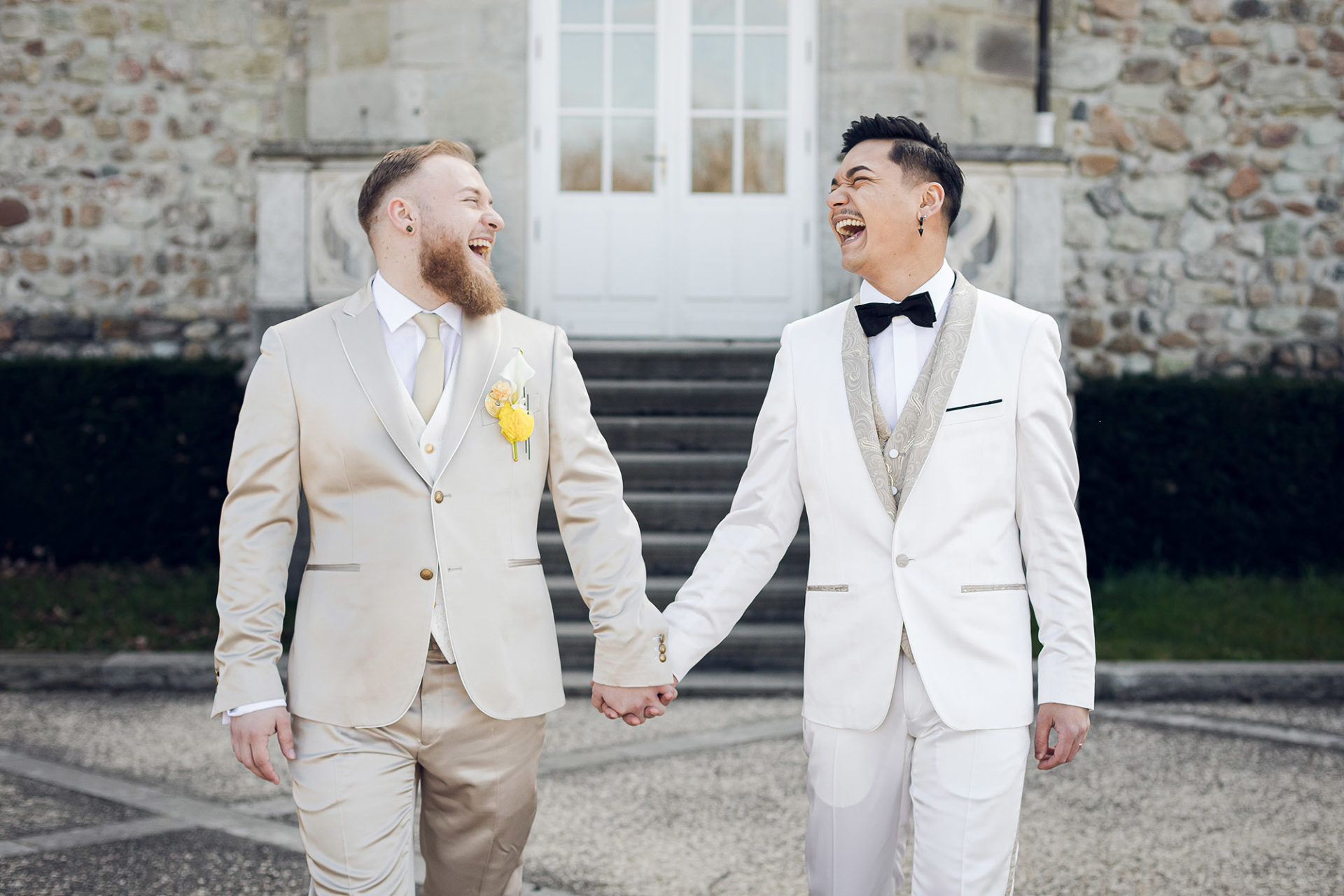 photographe-mariage-saint-etienne-lyon-auvergne-rhone-alpes-wedding-photographer-elise-julliard-coktail-photos-couple-chateau-andrezieu-boutheon-lgbt-gay
