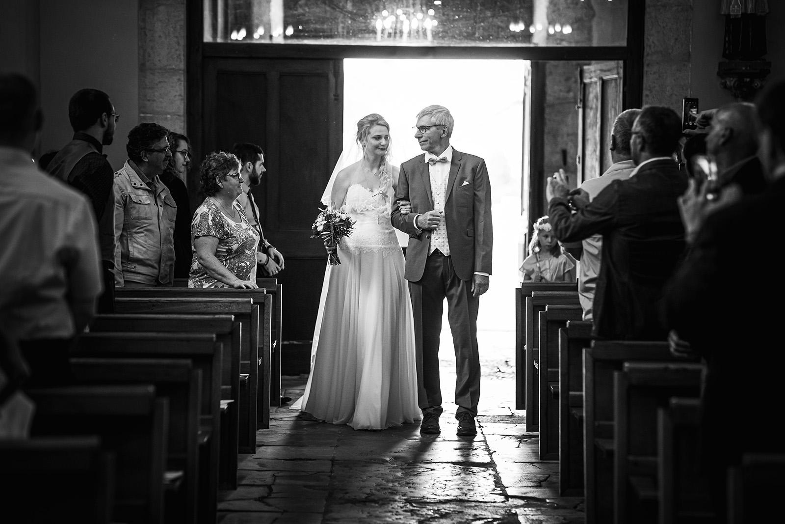 photographe-mariage-wedding-photographer-reportage-photo-domaine-des-plagnes-couple-elise-julliard-auvergne-rhone-alpes-bourgoin-jallieu-ceremonie-religieuse-2