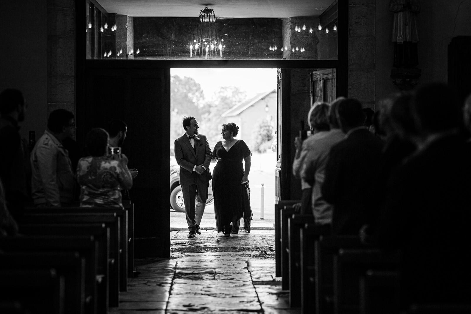photographe-mariage-wedding-photographer-reportage-photo-domaine-des-plagnes-couple-elise-julliard-auvergne-rhone-alpes-bourgoin-jallieu-ceremonie-religieuse