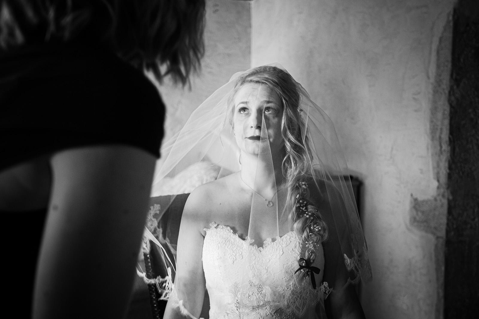 photographe-mariage-wedding-photographer-reportage-photo-domaine-des-plagnes-preparatifs-couple-elise-julliard-auvergne-rhone-alpes-bourgoin-jallieu-mariee