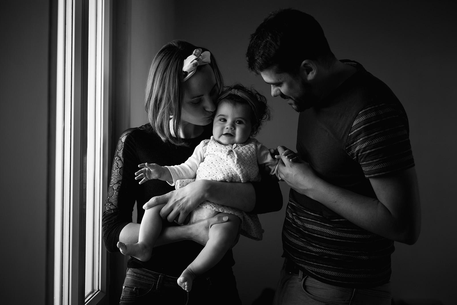 seance-photo-famille-bebe-enfant-maternite-elise-julliard-photographe-lyon-auvergne-rhone-alpes-ain-portrait-couple