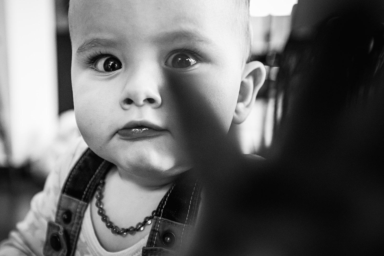 seance-photo-famille-enfant-elise-julliard-photographe-lyon-villefranche-sur-saone-auvergne-rhone-alpes-lifestyle-couple-bebe-jeux-2