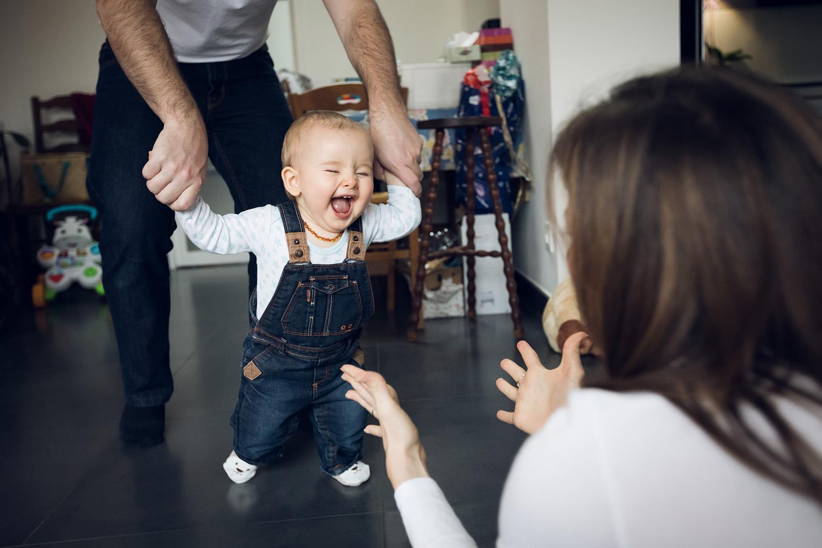 seance-photo-famille-enfant-elise-julliard-photographe-lyon-villefranche-sur-saone-auvergne-rhone-alpes-lifestyle-couple-bebe-jeux-3