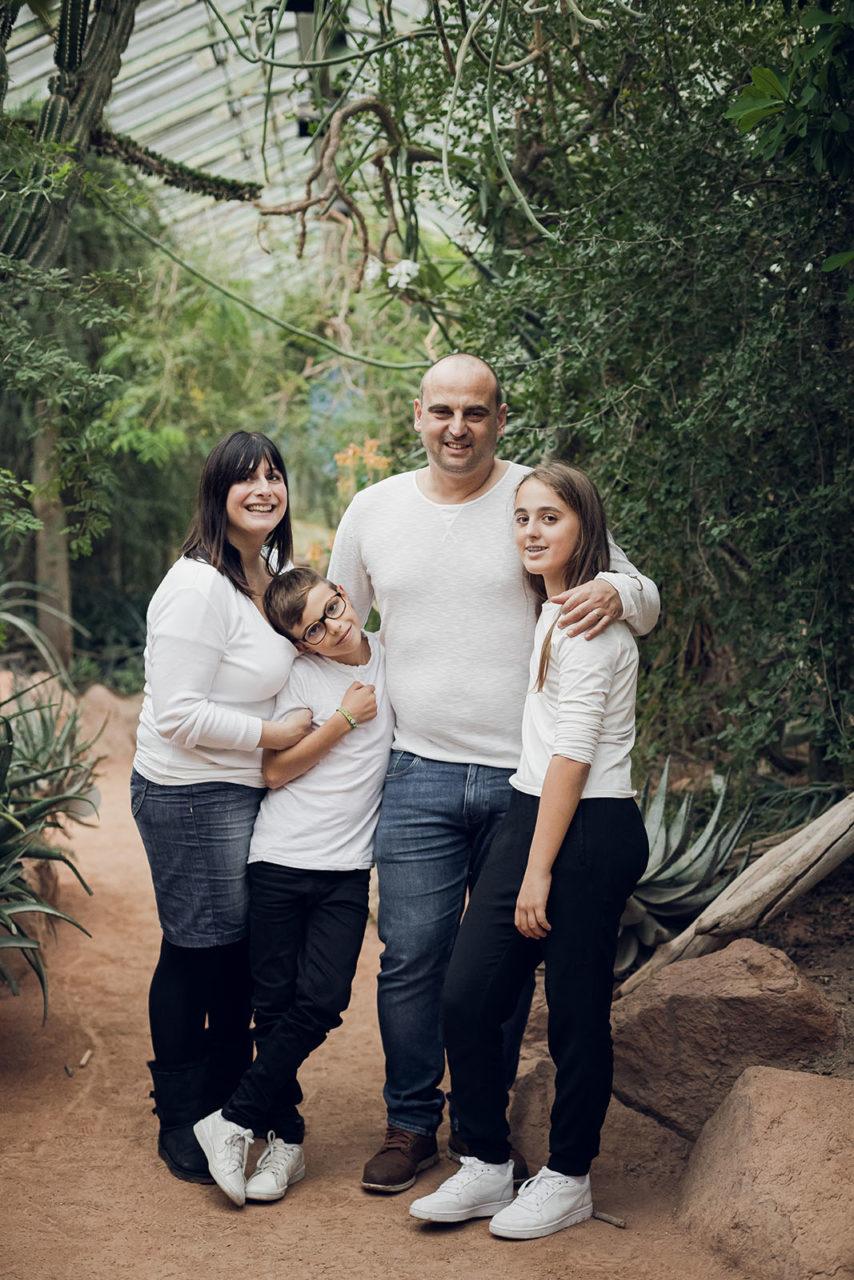 seance-photo-famille-portrait-enfant-parent-lyon-auvergne-rhone-alpes-elise-julliard-photographe-mariage-parc-serre-botanique-nature-bebe