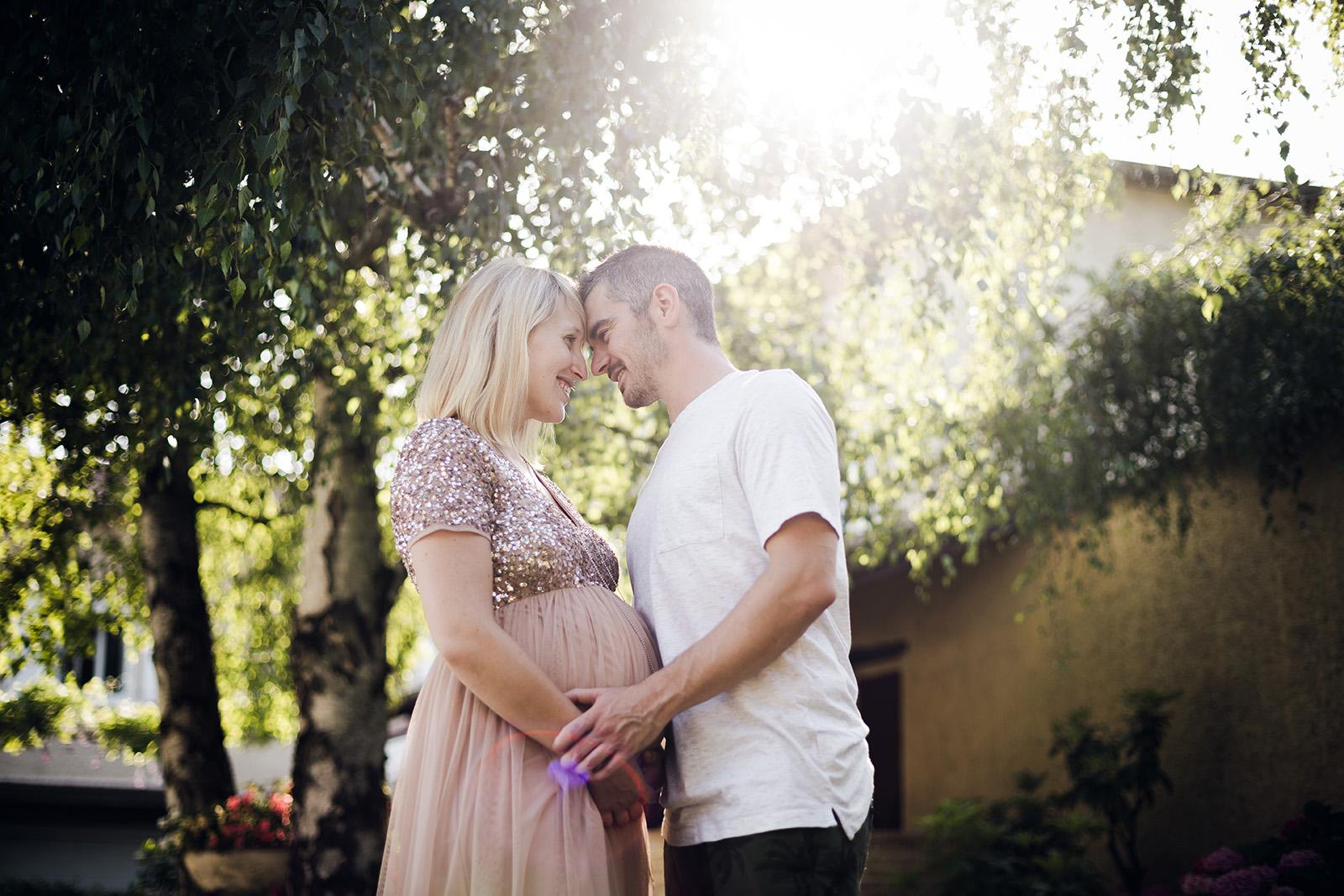 seance-photo-grossesse-portrait-couple-elise-julliard-photographe-lyon-auvergne-rhone-alpes-villefranche-sur-saone-beaujolais-love-session-famille-4