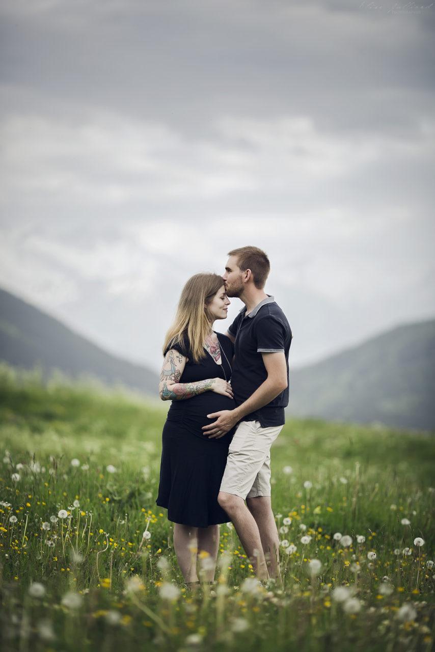 seance-photo-shooting-photographe-lyon-auvergne-rhone-alpes-savoie-haute-savoie-saint-jean-de-maurienne-photo-grossesse-bebe-maternite-couple-ventre-rond