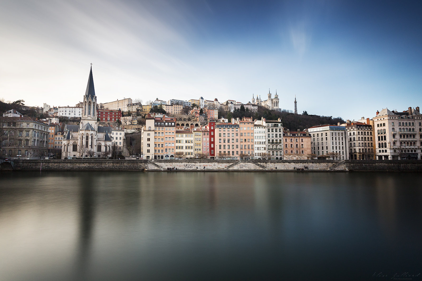 elise-julliard-photographe-lyon-rhone-alpes-photo-ville-de-lyon-onlylyon-quais-de-saone-fourviere-saint-georges-eglise-basilique-pose-longue