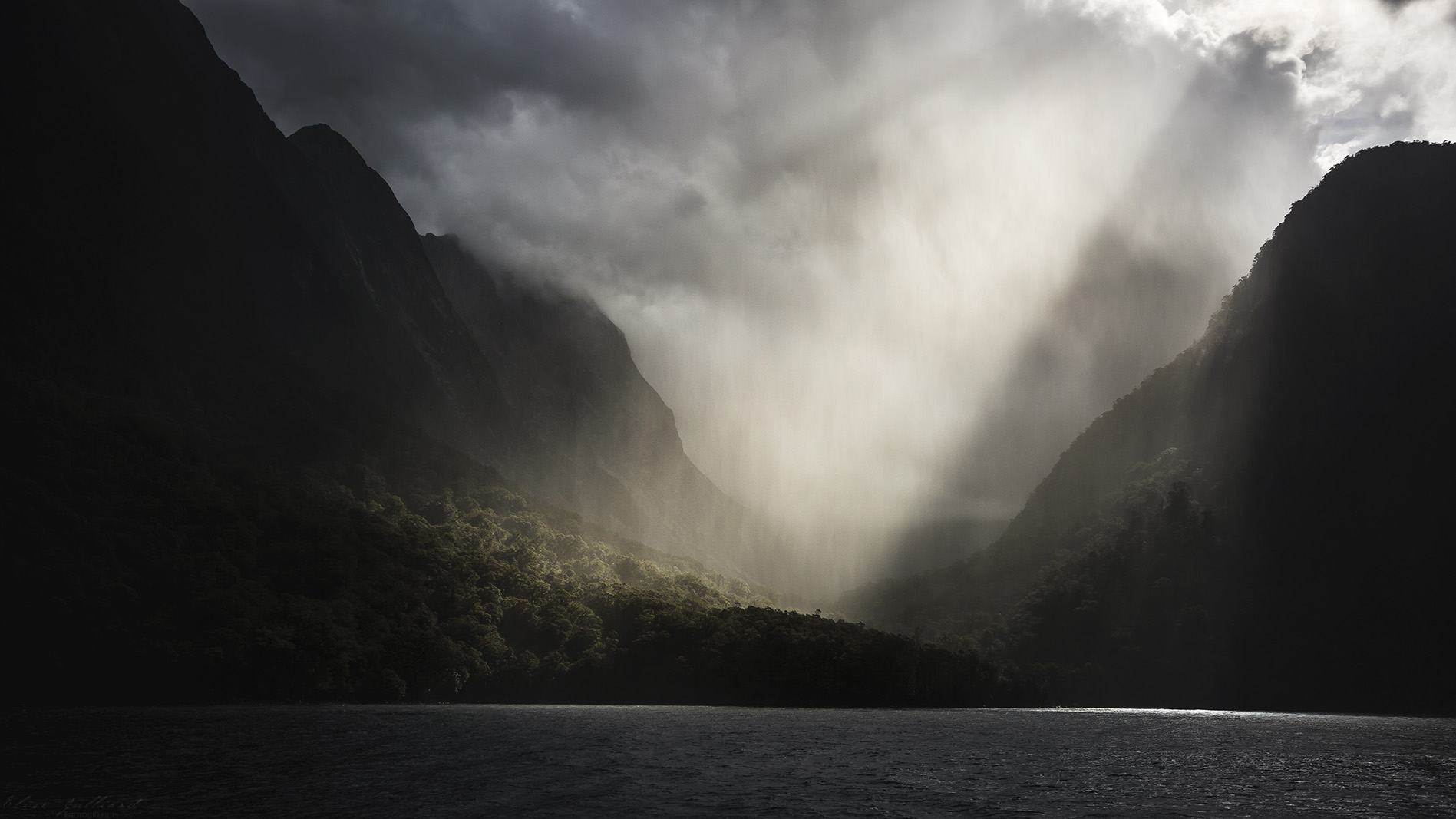 mildford-sound-south-island-southland-nouvelle-zelande-new-zealand-elise-julliard-photographe-photographer-travel-voyage-ile-sud-cruise-fjord-firodland-national-park-Aotearoa