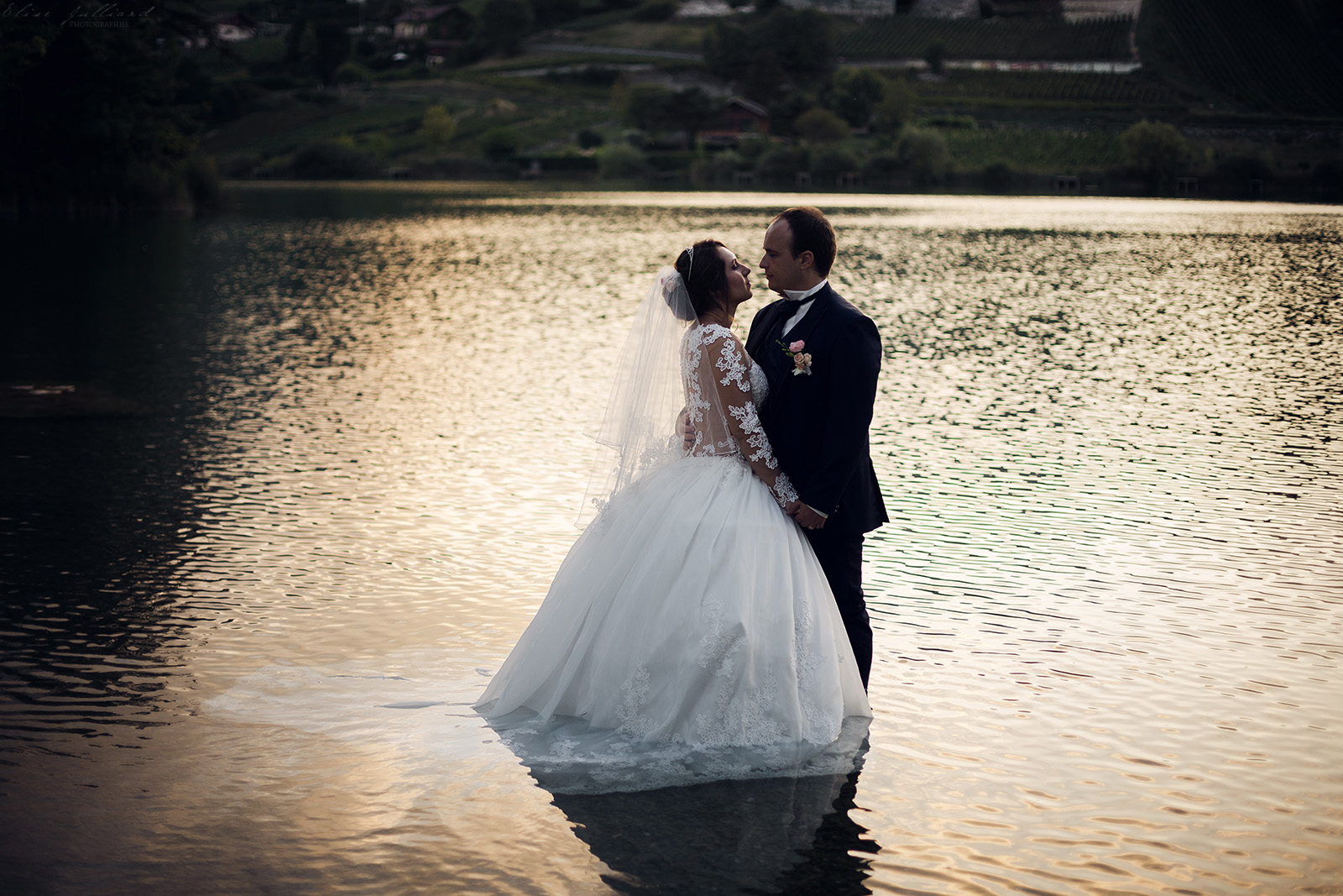 mariage-photographe-elise-julliard-wedding-love-session-lac-saint-andre-auvergne-rhone-alpes-lyon-chambery-seance-photo-couple-trash-the-dress-12