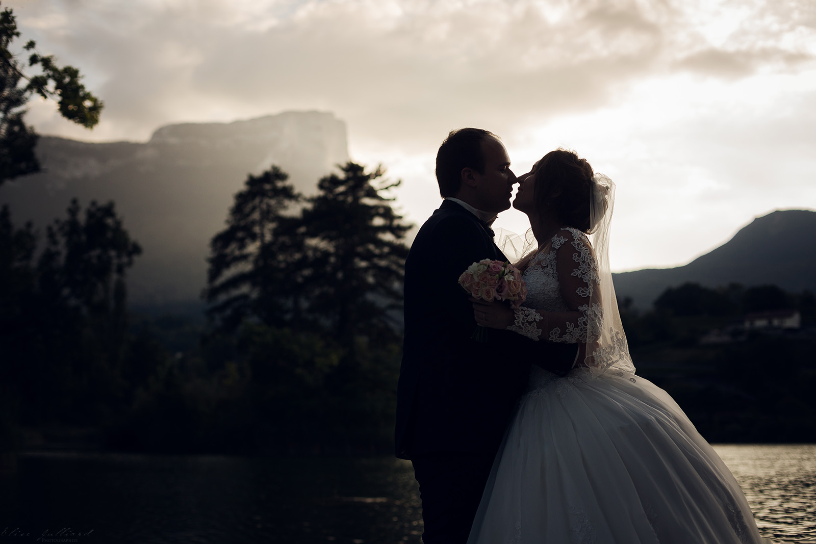 mariage-photographe-elise-julliard-wedding-love-session-lac-saint-andre-auvergne-rhone-alpes-lyon-chambery-seance-photo-couple-trash-the-dress-7