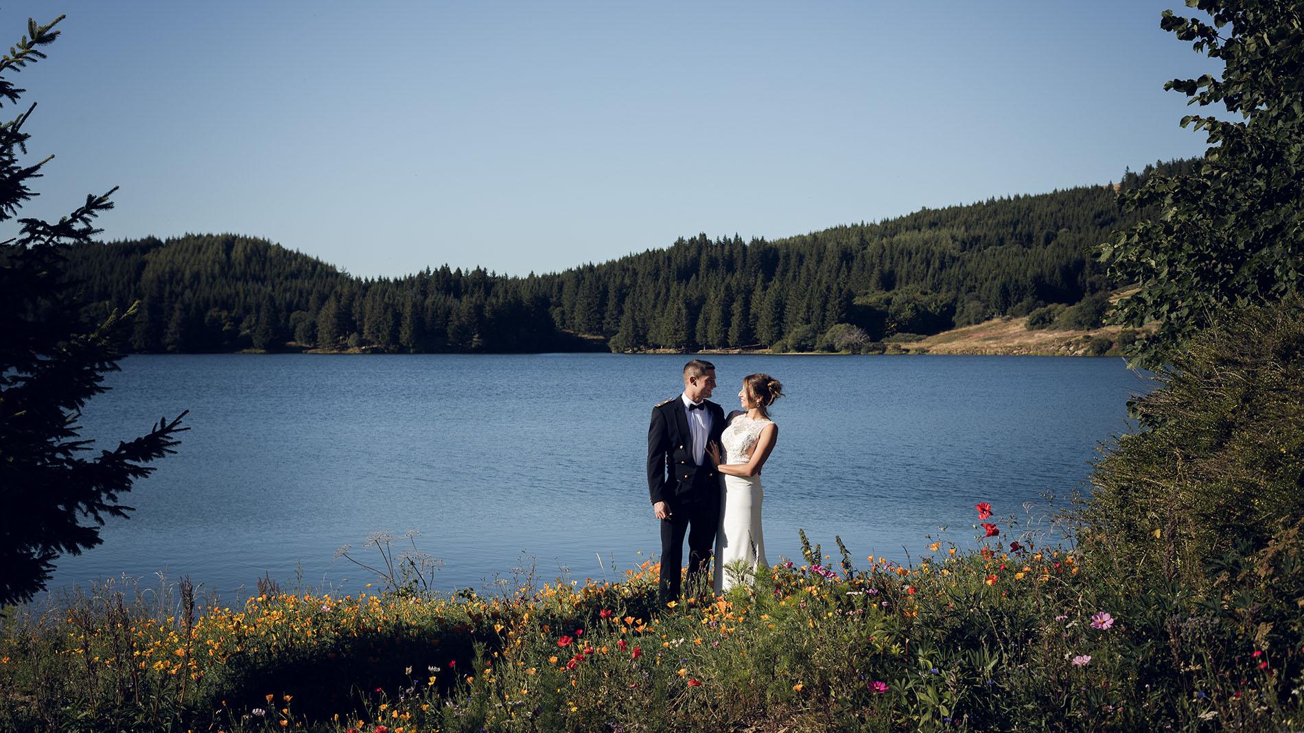mariage-wedding-reportage-robe-de-mariee-clermont-ferrand-vichy-auvergne-rhone-alpes-photo-de-couple-photographe-photographer-elise-julliard-lac-de-guery-puy-de-dome-mont-dore-2
