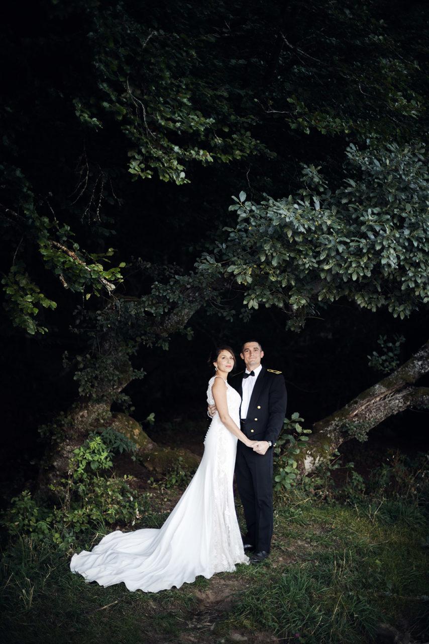 mariage-wedding-reportage-robe-de-mariee-clermont-ferrand-vichy-auvergne-rhone-alpes-photo-de-couple-photographe-photographer-elise-julliard-lac-de-guery-puy-de-dome-mont-dore-3