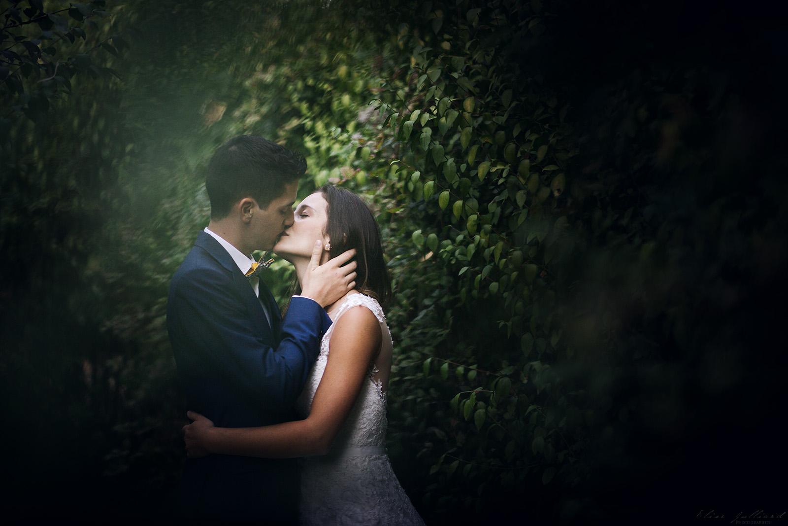 photographe-mariage-wedding-photographer-lyon-auvergne-rhone-alpes-ain-beaujolais-domaine-du-passeloup-couple-reportage-elise-julliard-chateau-de-cibeins-10