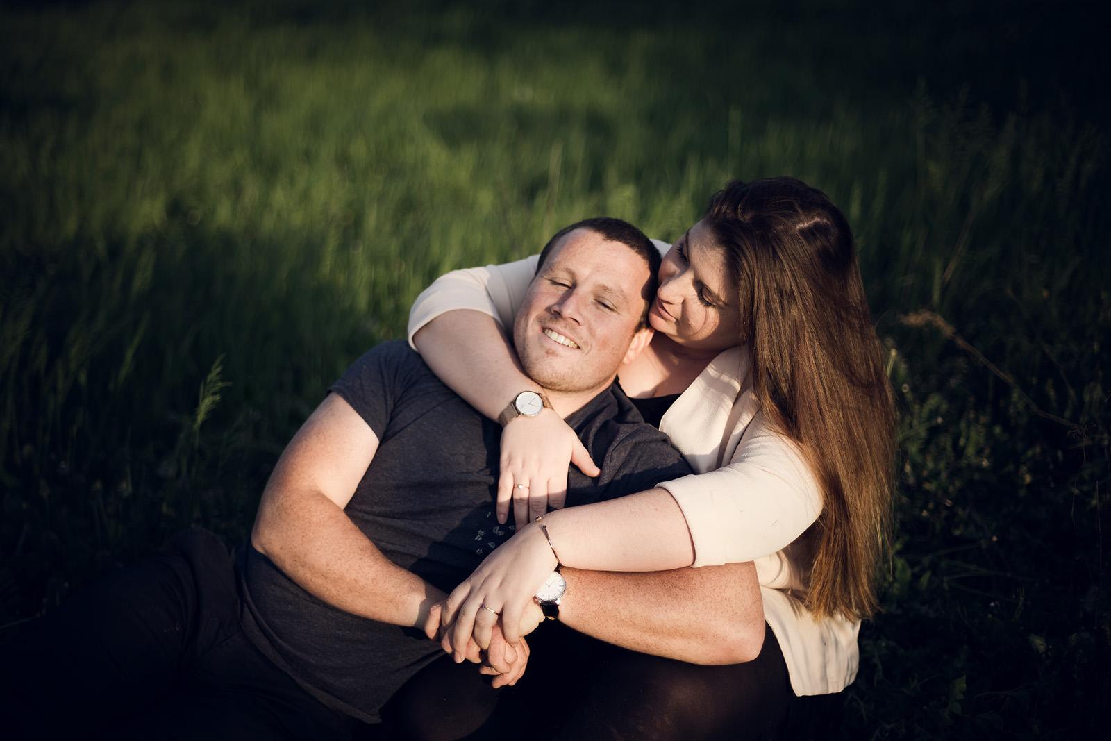 seance-photo-engagement-love-session-couple-mariage-lyon-auvergne-rhone-alpes-photographe-elise-julliard-wedding-photographer-4