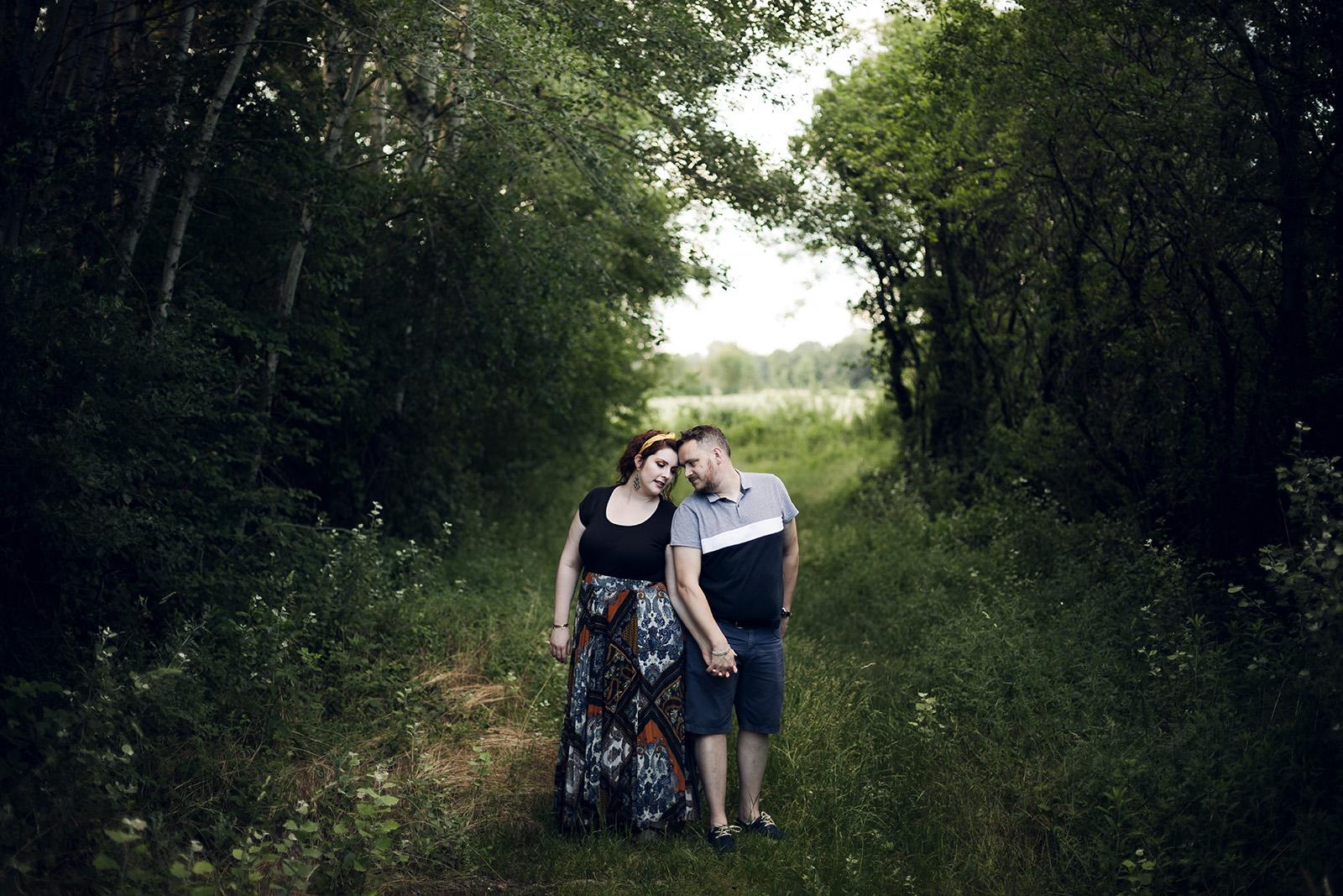 seance-photo-engagement-love-session-mariage-wedding-photographe-photographer-lyon-auvergne-rhone-alpes-couple-save-the-date-shooting-photoshoot-reportage-7