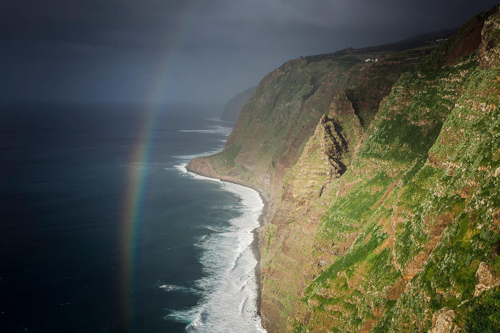 madere-madeira-island-portugal-voyage-travel-elise-julliard-photographe-photographer-cliff-falaise-arc-en-ciel-rainbow-funchal-paysage-landscape