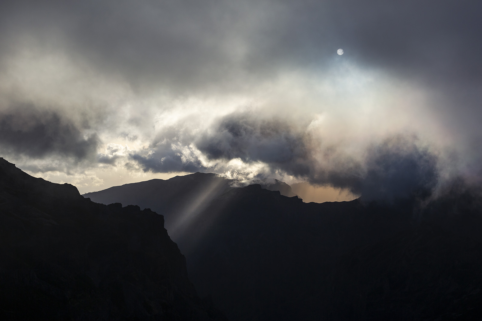 madere-madeira-island-portugal-voyage-travel-elise-julliard-photographe-photographer-pico-ruivo-arieiro-montagne-mountain-funchal-paysage-landscape